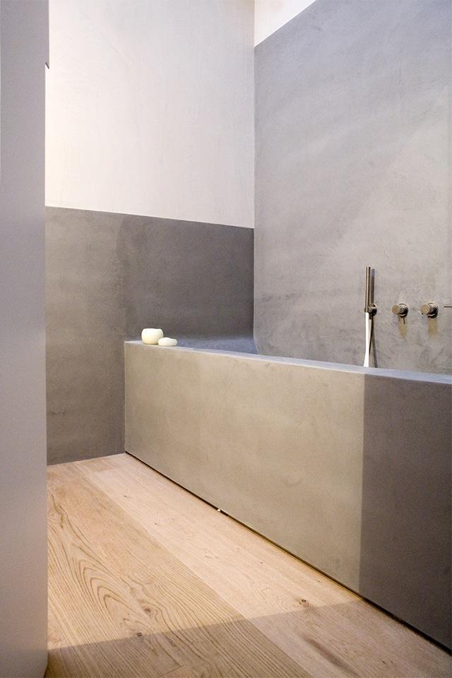 Vasca da bagno e camino microcemento microtopping - Vasca da bagno grigia ...