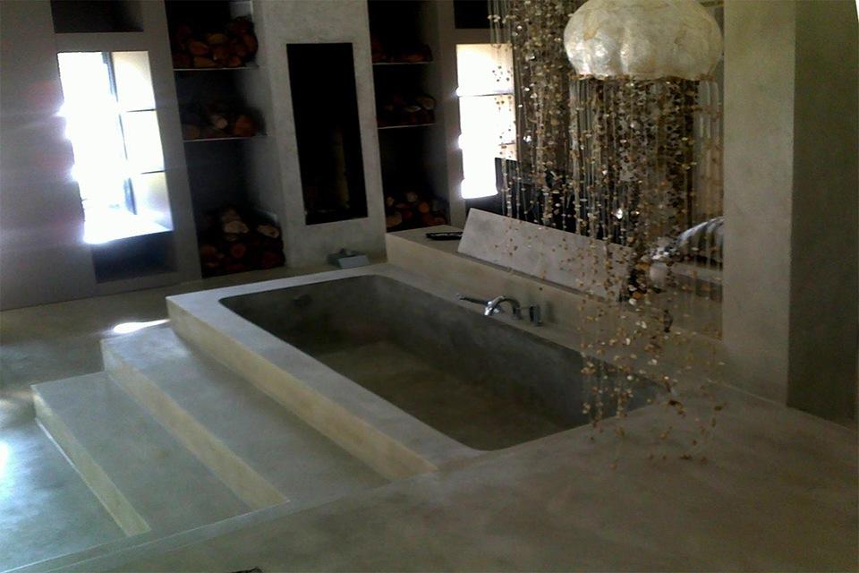 Arredo bagno personalizzato cemento microtopping - Vasca da bagno in cemento ...