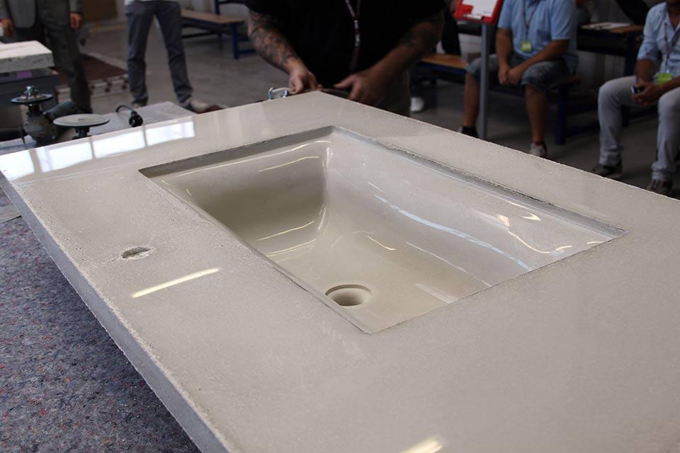 Arredo bagno cemento bianco lemiro srl for Arredo bagno bianco